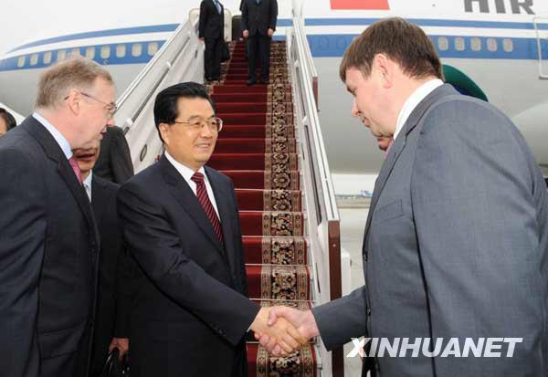 家主席胡锦涛乘专机抵达俄罗斯叶卡捷琳堡,出席上海合作组织成员图片