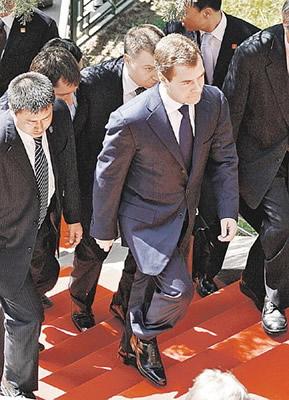保镖无时不在,2008年5月来中国的梅德韦杰夫-揭秘俄元首贴身保镖 图片