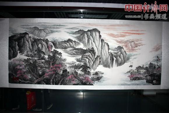 中国孔子国画院院长、著名国画家杜中良的国画作品在现场展出 中国经济网记者李冬阳摄
