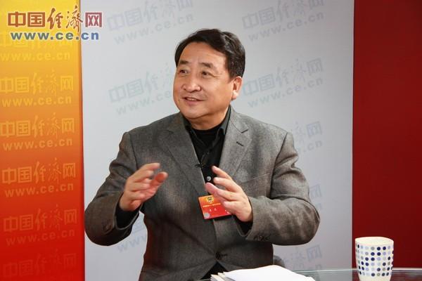 中国文学艺术基金会副理事长兼秘书长、中国曲艺家协会主席姜昆